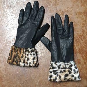 Black leather cheetah print women's small gloves.